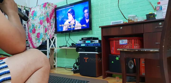 Khách hàng trải nghiệm bộ dàn karaoke TVAP 23