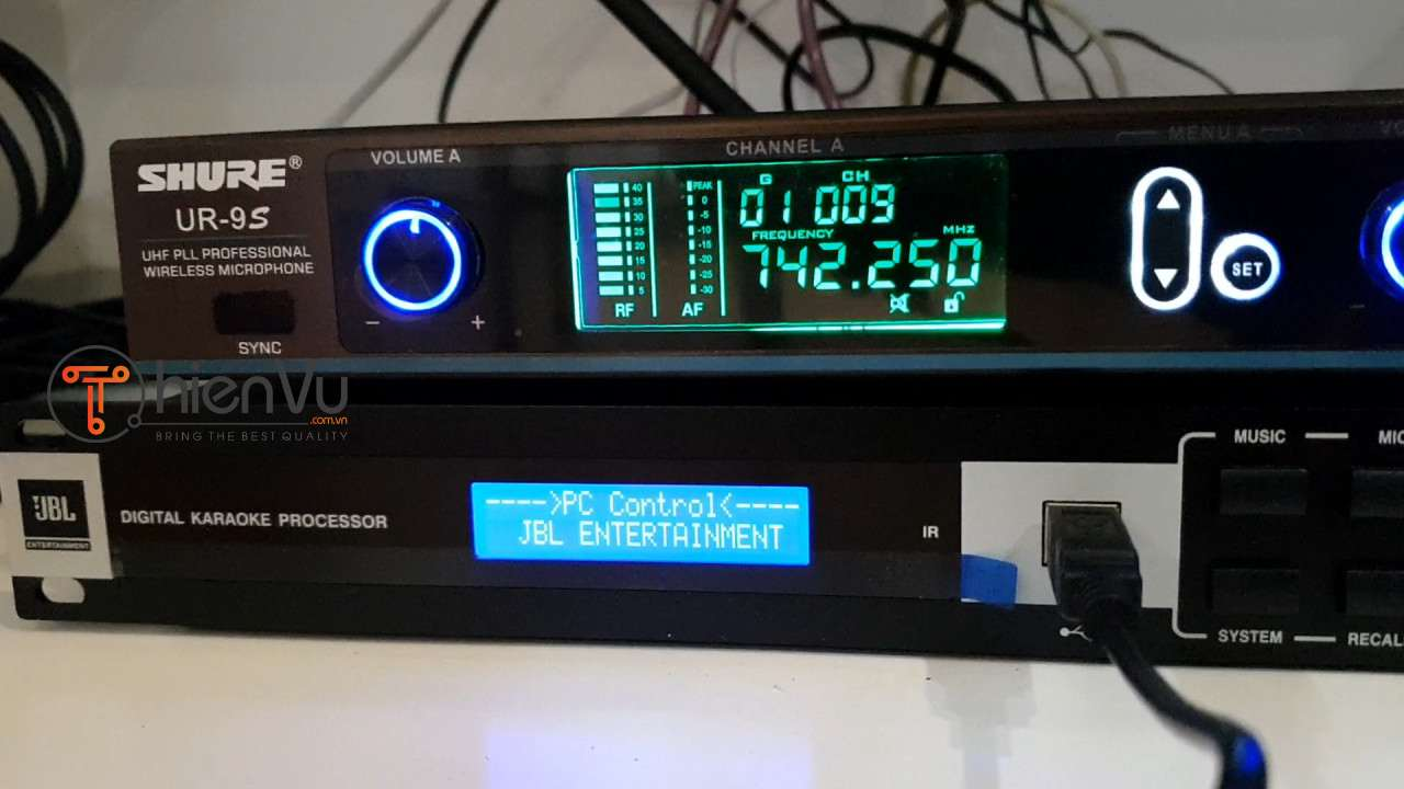 Hình ảnh thực tế Micro shure UR 9S và Mixer JBL KX 180